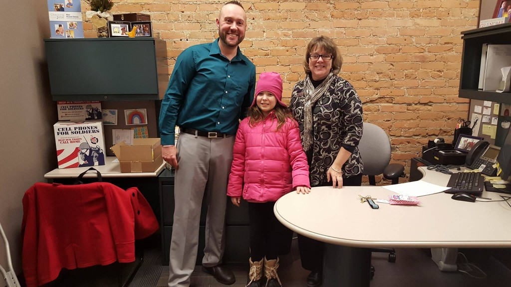 Ron King and Tammy Melcher of Old National Bank posing with Annabelle as she made her way up and down Main Street. Photo courtesy of Celkis family.